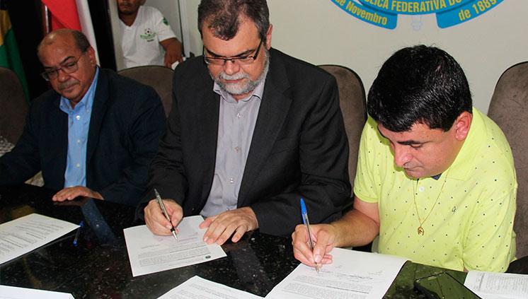 Assinado termo para implantação do curso de Sistemas de Informação em São Geraldo